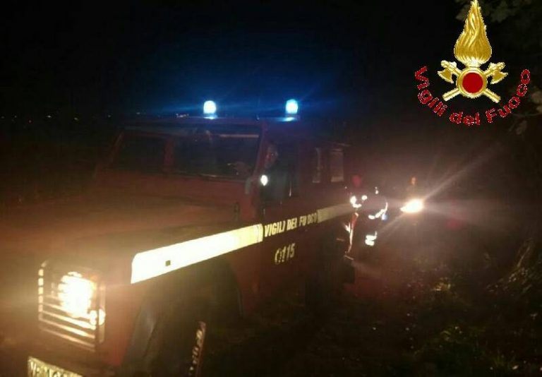 Il navigatore li porta fuori strada, famiglia con bambini soccorsa dai Vigili del fuoco a Vibo