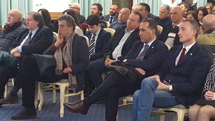 La prima fila della convention di Luciano