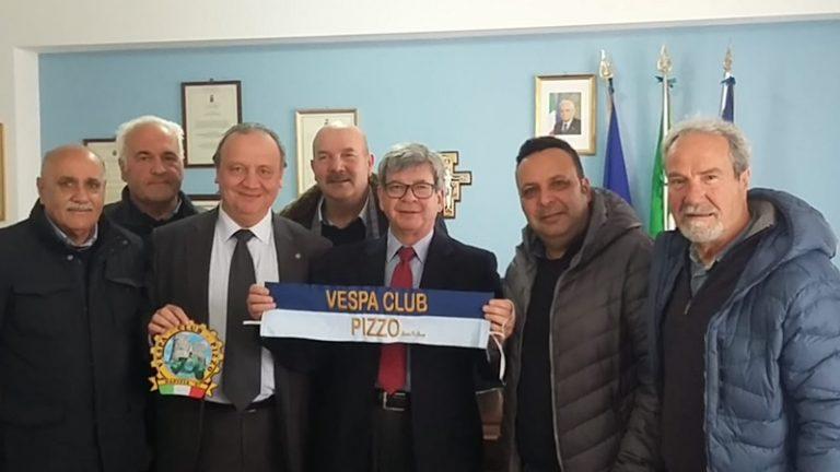 """""""Vespista d'eccezione"""": il prefetto di Vibo Gualtieri socio onorario del Club"""