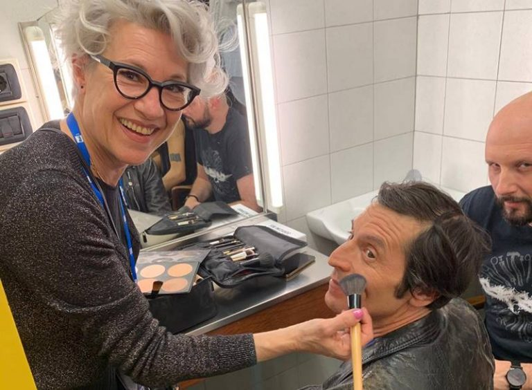 """Rosa Dumas, l'hair stilist vibonese dei cantanti nel grande """"circo"""" di Sanremo"""