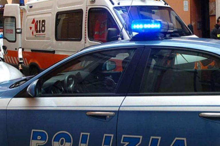 Ex poliziotto va in giro con una mannaia da macellaio, bloccato dalle Volanti