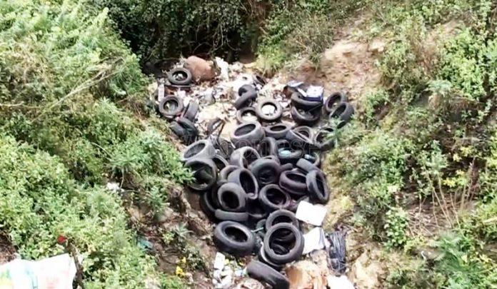 Abbandono di pneumatici a Filandari