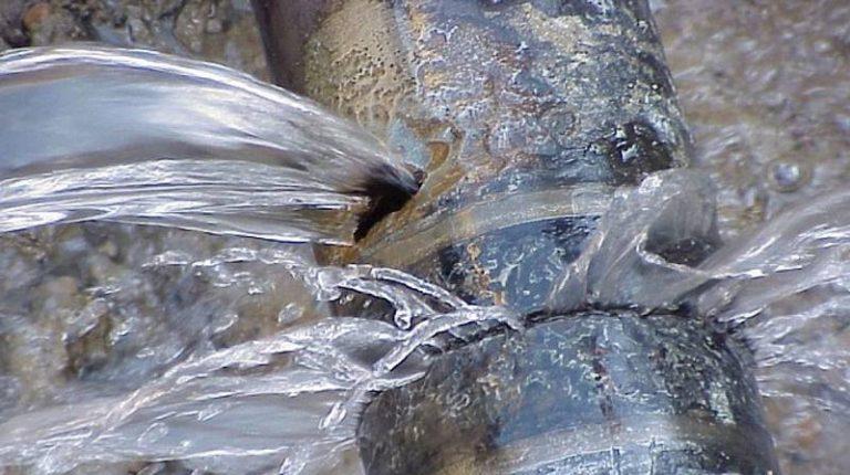 Si rompe la condotta dell'acqua, Vibo e altri sette comuni restano a secco