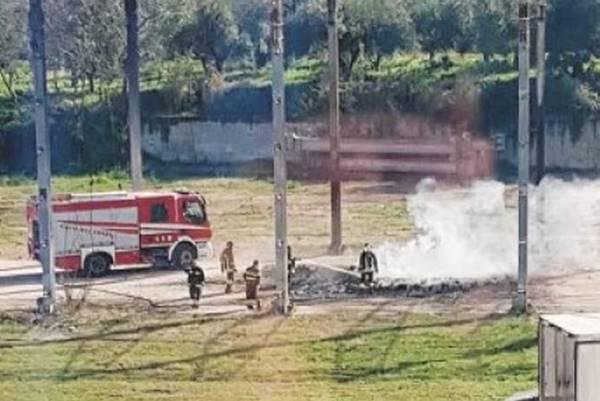 L'incendio nel piazzale della Cof