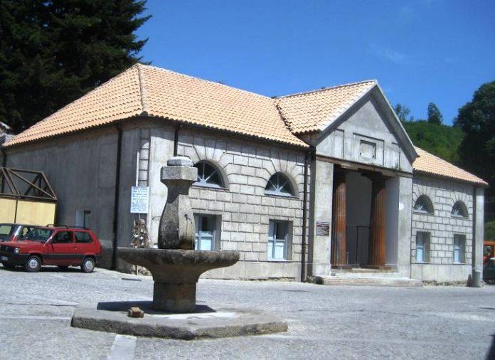 La piazza di Mongiana