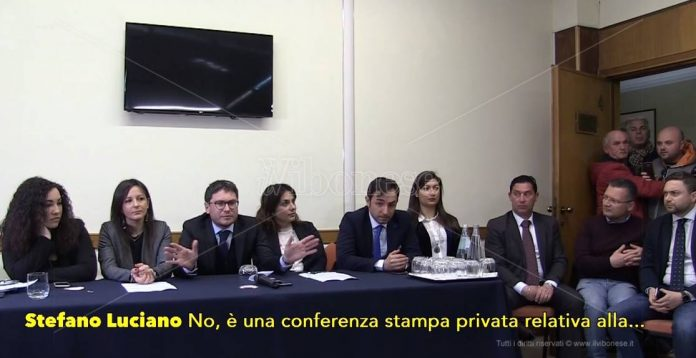 """La """"conferenza stampa privata"""" di Luciano"""
