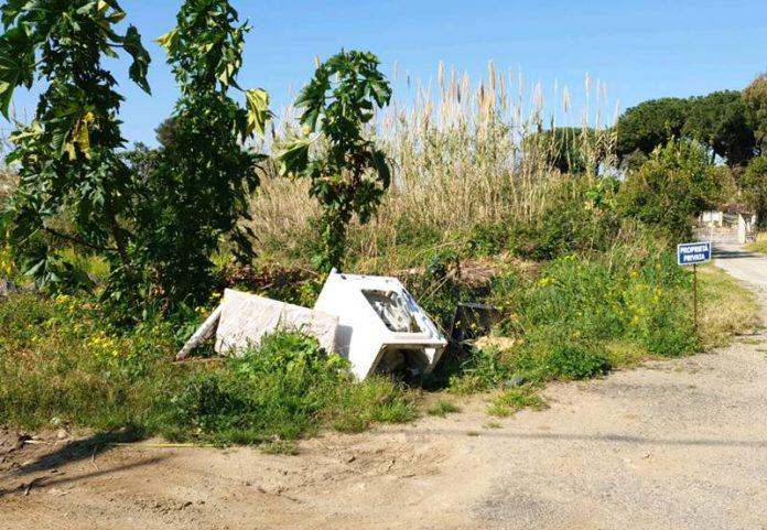 Rifiuti abbandonati in strada a Bivona