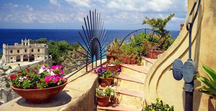 Tropea si veste di colore: torna il concorso Finestre, balconi e vicoli fioriti