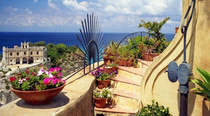 Balconi fioriti a Tropea