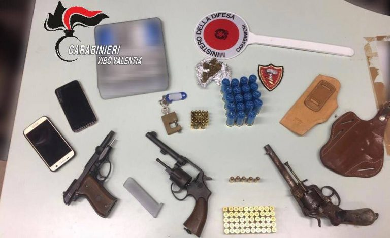 Armi e munizioni nascoste in cantina, 24enne di Vibo passa ai domiciliari