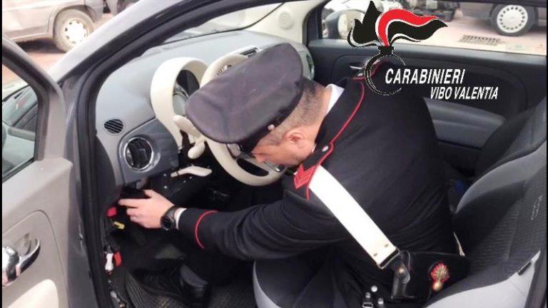 Rubano un'auto e fuggono, ma vengono intercettati dai carabinieri: quattro arresti
