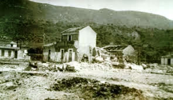 Il bombardamento di Vibo Marina in un'immagine d'epoca