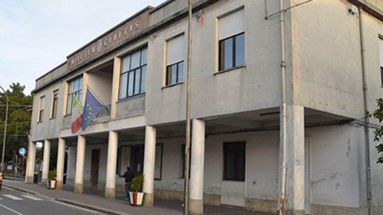 Rifiuti a Mileto, il sindaco: «Inaccettabili i ritardi della Muraca sugli stipendi»