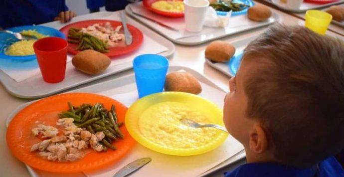 Mensa scolastica a Pizzo, prezzo invariato e piatti biodegradabili