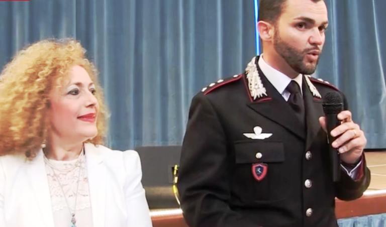 """Legalità e scuola, gli alunni della """"Don Bosco"""" di Vibo omaggiano i carabinieri – Video"""