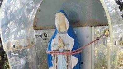 In linea con… la Madonna: e la cabina telefonica diventò edicola votiva
