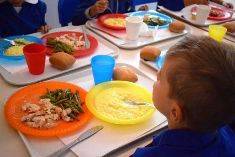 """Vibo, il """"regalo"""" del Comune alle famiglie: stangata sui buoni mensa"""