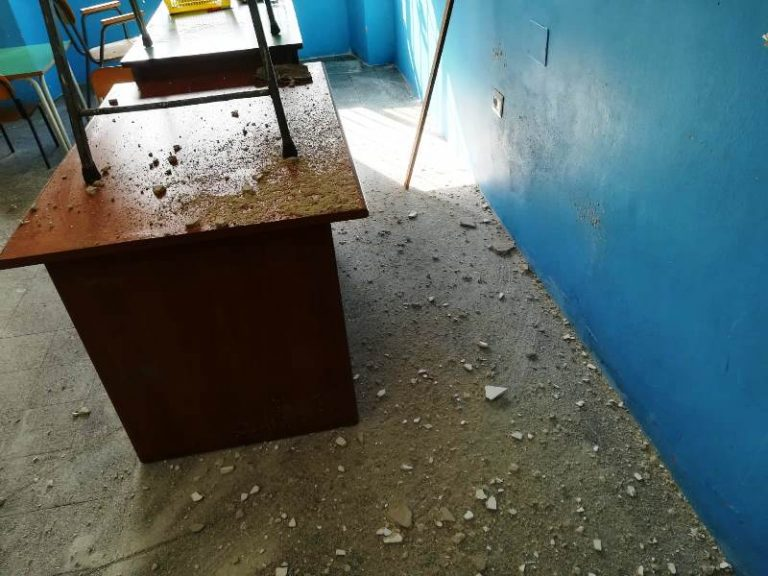 Intonaco del soffitto caduto a scuola a Mileto, nessuna perdita dalla rete idrica