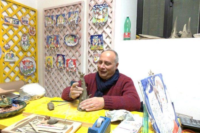 Antonio Montesanti nella sua bottega