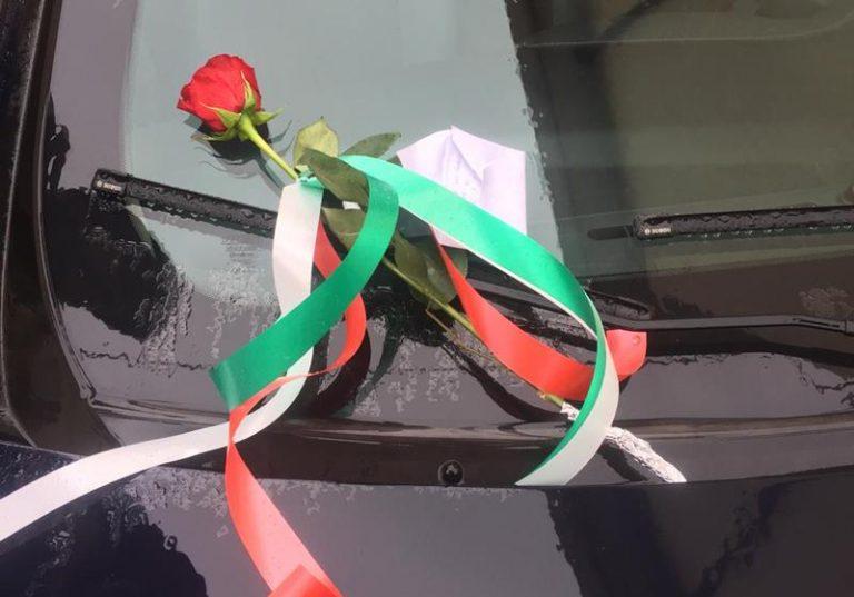 Una rosa rossa per i carabinieri di Vibo in segno di solidarietà