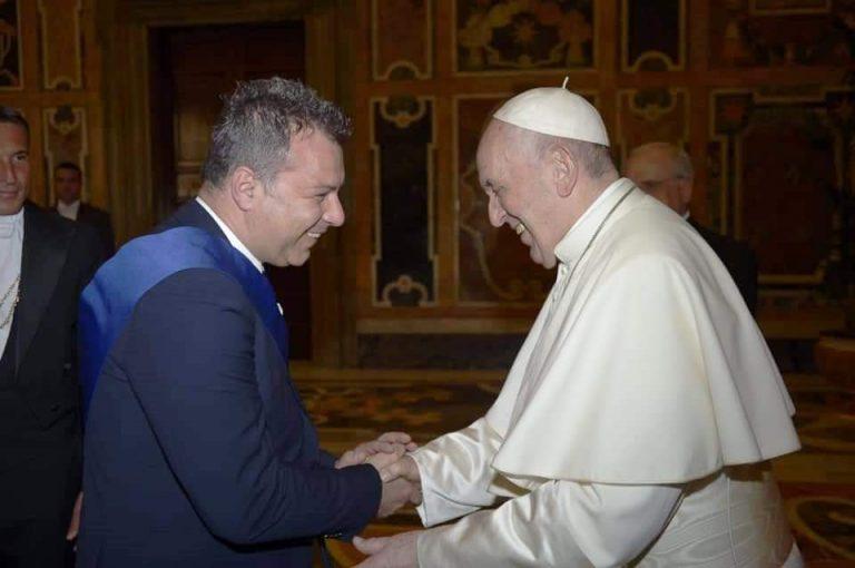 Visita in Vaticano, scambio di battute tra Solano e Papa Francesco
