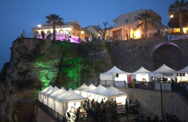 """La cipolla rossa regina di Tropea, ecco il """"party più esclusivo dell'anno"""" – Video"""