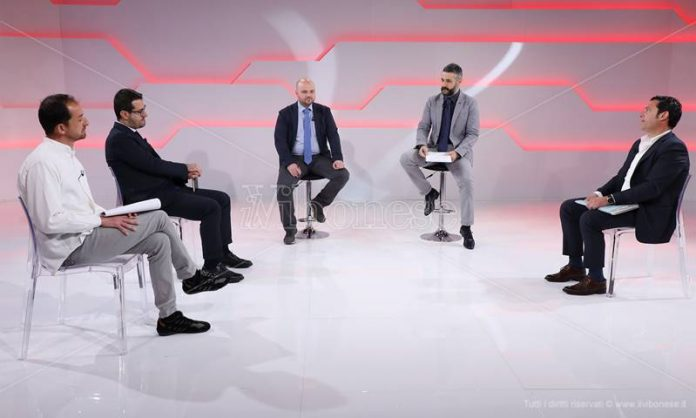 Il dibattito tra aspiranti consiglieri