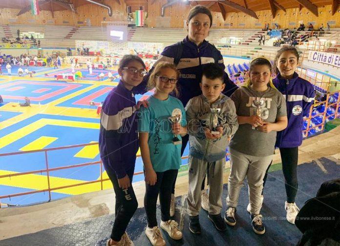 I giovani atleti vibonesi con la maestra Zangara