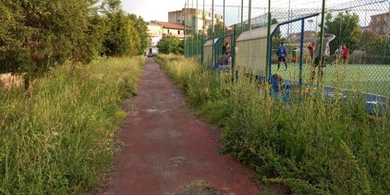 """Campetto abbandonato a Mileto, la protesta di """"New generation"""": «Dal Comune totale disinteresse»"""