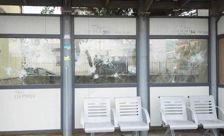 Ricadi, vandali si accaniscono contro una pensilina della stazione
