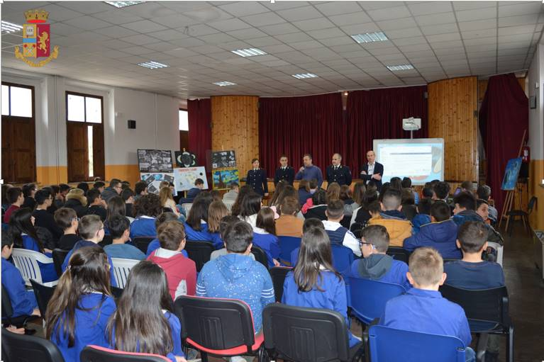 Cyberbullismo e rischi della rete, la Polizia a scuola a Serra San Bruno