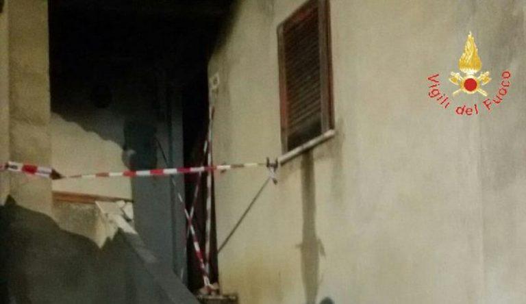 Incendio a Lampazzone di Ricadi, intervento dei vigili del fuoco