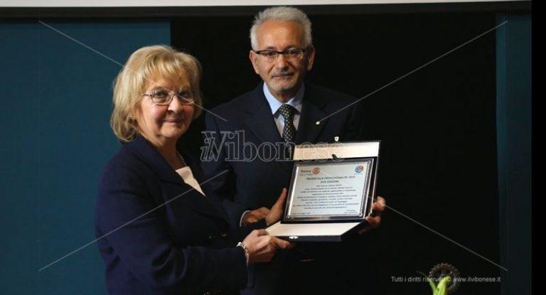 Tropea, la giornalista Vittoria Saccà premiata dal Rotary – Video