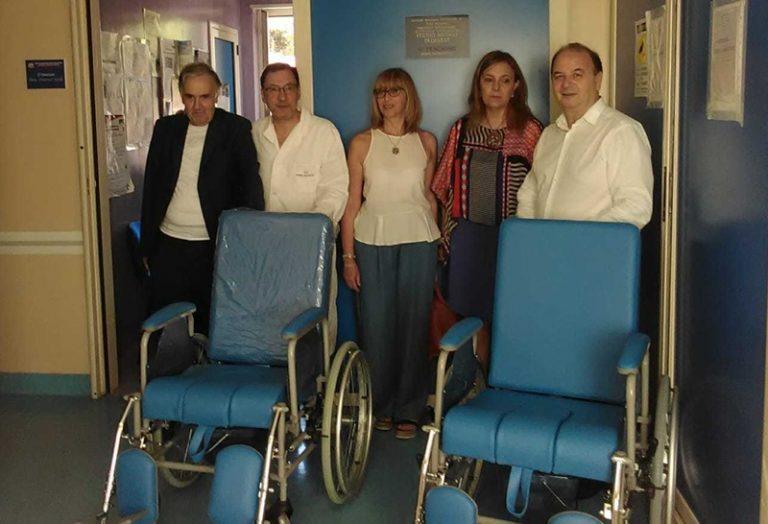 Donate all'ospedale di Vibo due nuove carrozzine per disabili