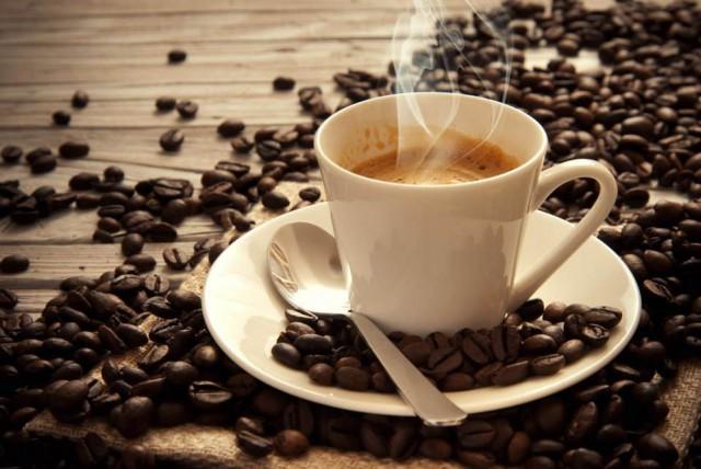 Un caffè contro la crisi: l'iniziativa di un bar di Maierato che sconta la tazzina e fa boom di clienti