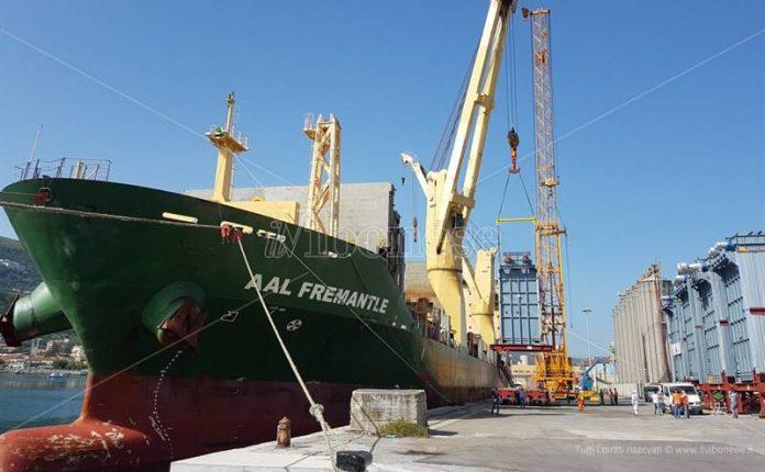 Le fasi di carico del cargo Aal Freemantle