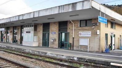 Biglietteria alla Stazione di Vibo-Pizzo soppressa, la Ferro interroga il ministro