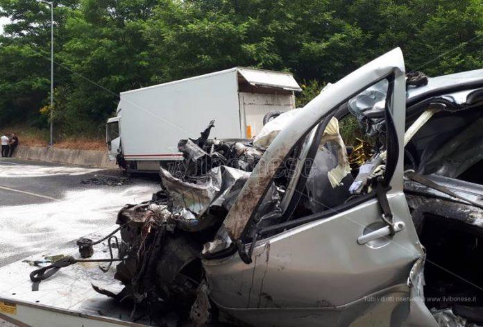 I mezzi coinvolti nel drammatico incidente