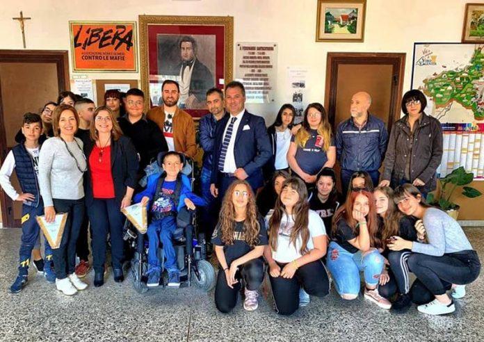 Foto di gruppo alla scuola media di Stefanaconi