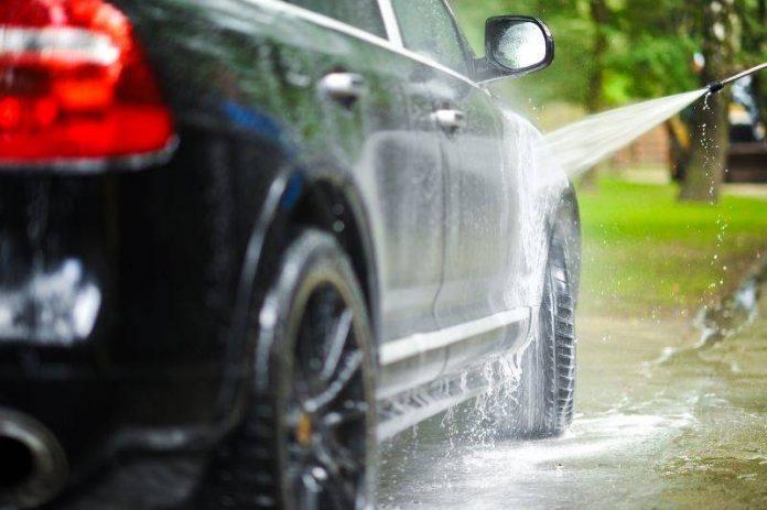 Vietato lavare l'auto