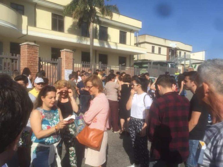 Liceo Scientifico, è il giorno dello sgombero: scatta la protesta
