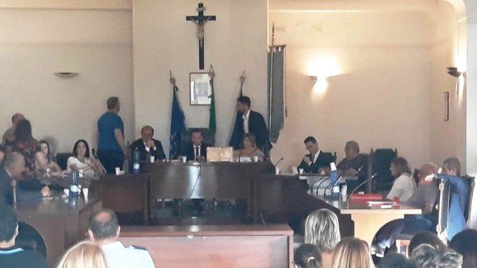 Il primo consiglio comunale dell'era Giordano