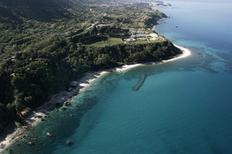 """Zone turistiche abbandonate, l'imprenditore Loiacono """"bacchetta"""" la Provincia di Vibo"""
