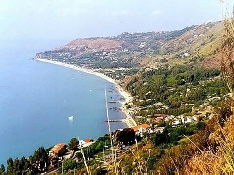 Un tratto della costa di Zambrone