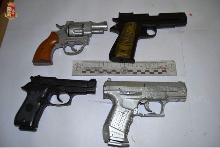Minacciarono con le armi i titolari di un ristorante: denunciati quattro giovani