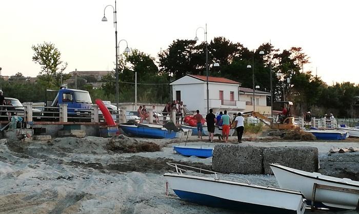 Briatico, pescatori preoccupati per le mareggiate: «Il borgo marinaro rischia di scomparire»