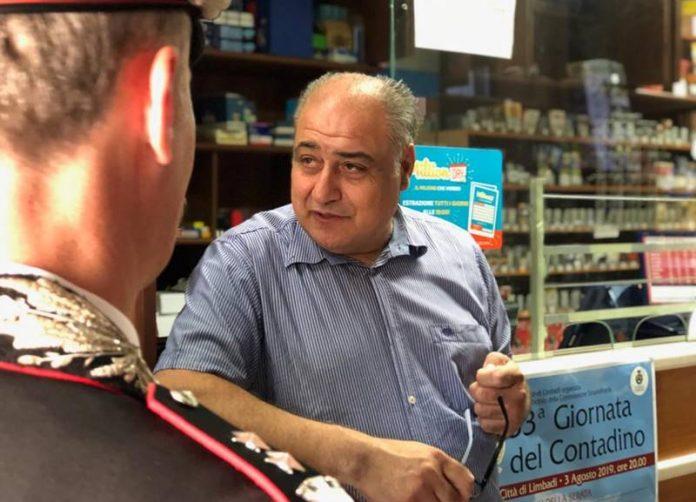 Carmelo Zappia nella sua tabaccheria