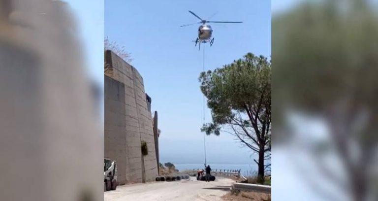 Strada del Mare chiusa, un elicottero per le reti paramassi – Video