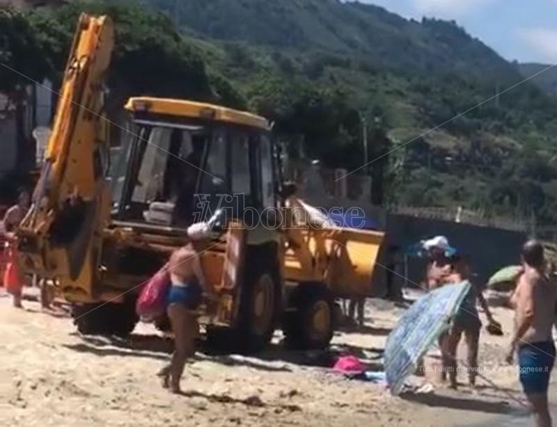 La ruspa sulla spiaggia