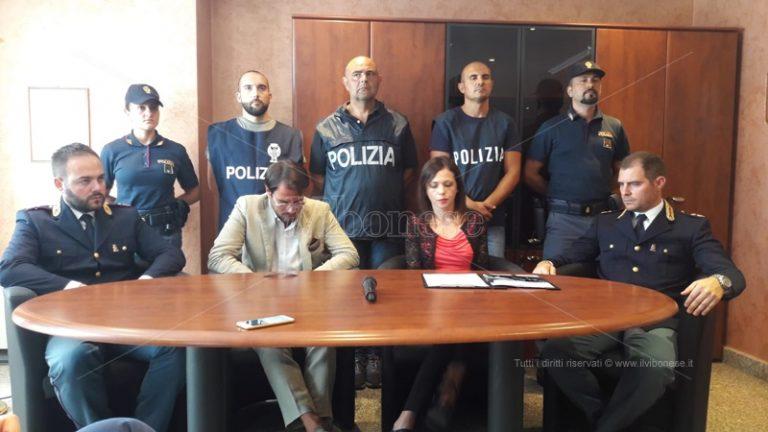 Rapina e aggressione in piazza a Vibo, i particolari degli arresti – Video